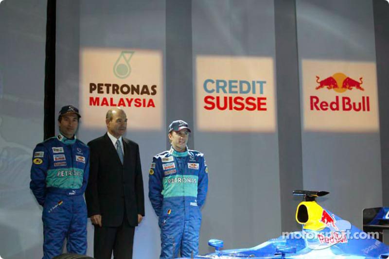 Heinz-Harald Frentzen, Peter Sauber and Nick Heidfeld with the new Sauber Petronas C22