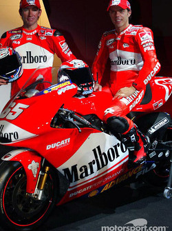 Los pilotos Loris Capirossi y Troy Bayliss