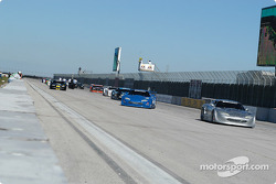 Scott Pruett leads the field to the warmup lap