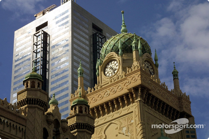 Architecture contrast in downtown Melbourne
