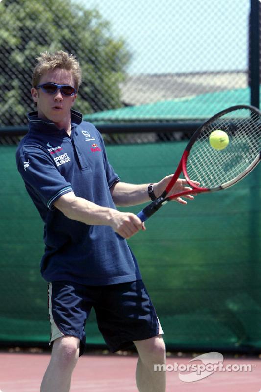 Sauber fitness training camp in Alor Setar: Nick Heidfeld plays tennis