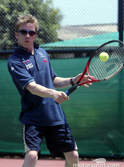 Sauber fitness training camp in Alor Setar: Nick Heidfeld plays tennis