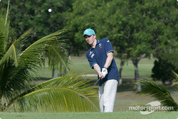 Sauber fitness training camp in Alor Setar: Nick Heidfeld plays golf