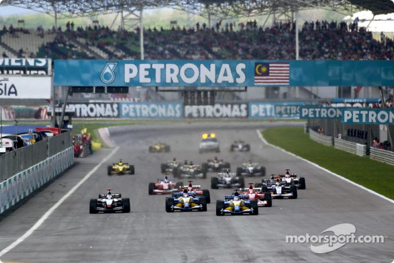 The start: Fernando Alonso leads the field