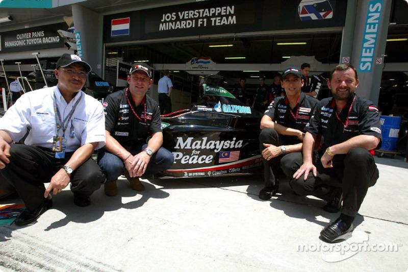 Jos Verstappen, Justin Wilson, Paul Stoddart and Malaysian Prime Minister Datuk Seri Dr Mahathir sho