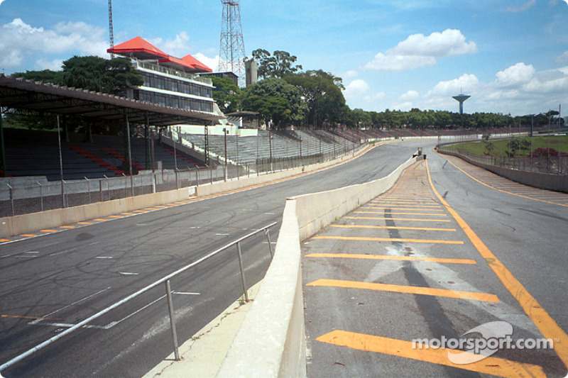 Main straight and pit road