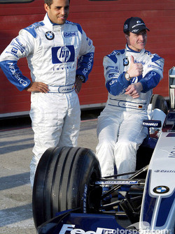Juan Pablo Montoya, Ralf Schumacher y Frank Williams en la presentación de NiQuitinCQ