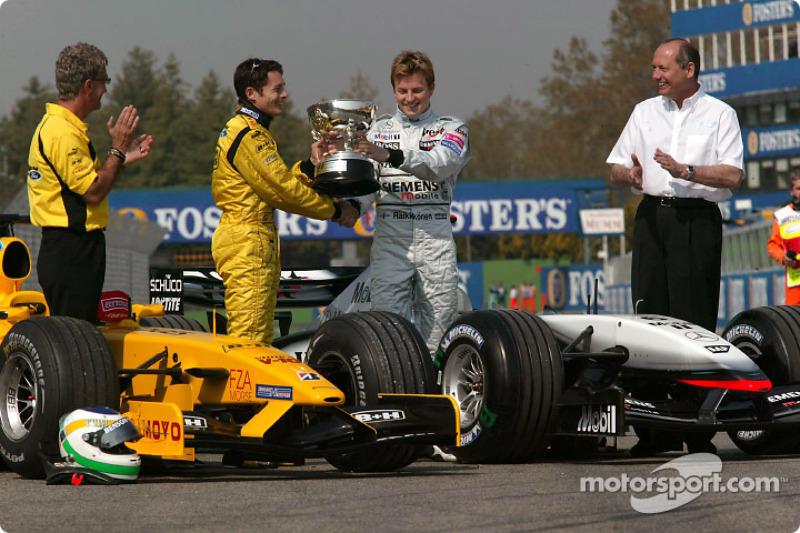 Гран Прі Сан-Маріно 2003: Фізікелла отримав трофей