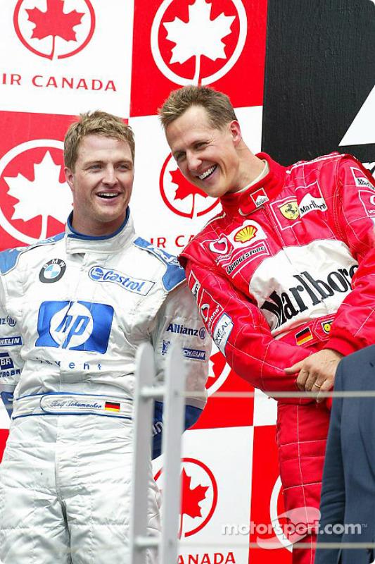 Podium: ganador de la carrera Michael Schumacher y el segundo lugar Ralf Schumacher