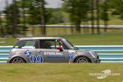 la Mini Cooper S n°99 de l'équipe Sterling Motorsports pilotée par Spencer Geswein, Brian Smith