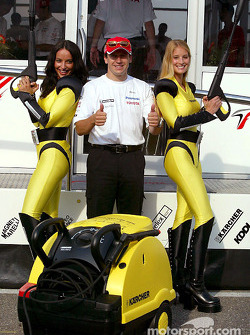 Olivier Panis with the Karcher girls