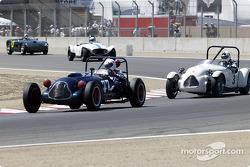 #77 1949 Baldwin Mercury chased by #3 1949 Jaguar-Parkinson