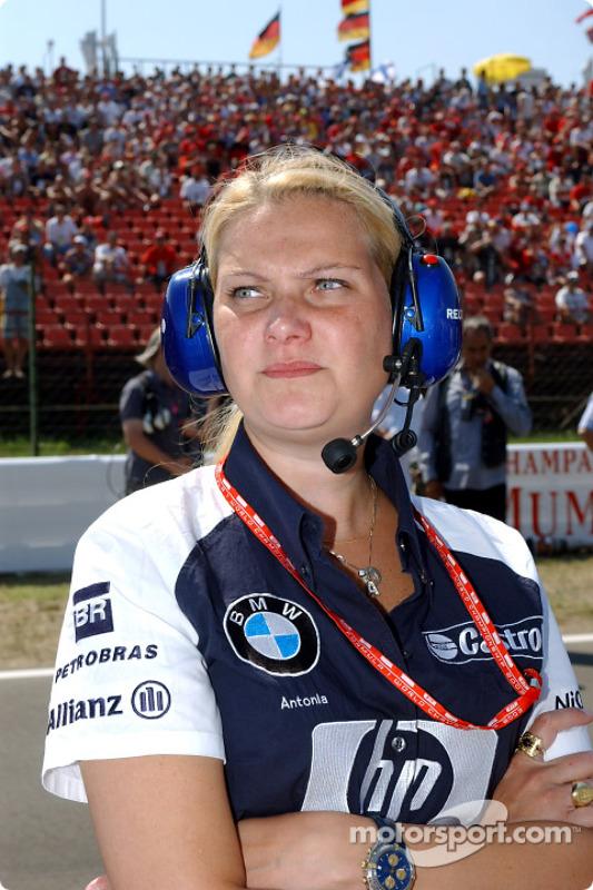 Fora das pistas, elas se destacam também. Antonia Terzi teve passagens pela Ferrari e Williams, sendo chefe de aerodinâmica da equipe inglesa até 2004.