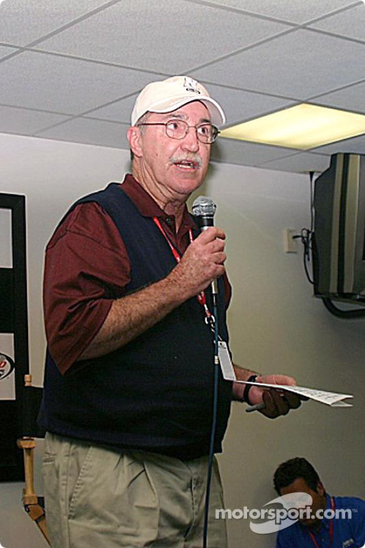Jim Hunter, directeur de la communication NASCAR, parle de l'incident entre Harvick et Rudd, indiquant qu'il y aura de lourdes amendes