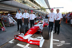 Ricardo Zonta, Kunio Nakamura, President of Panasonic, Cristiano Da Matta, Olivier Panis and Akihiko Saito, EVP Toyota Motor Corporation