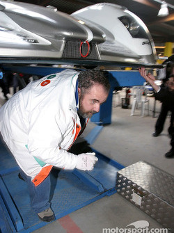 Undertray inspection on the #5 Audi Sport Japan Team Goh Audi R8