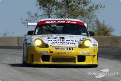 la Porsche 911 GT3RS 23 de l'équipe Alex Job Racing pilotée par Sascha Maassen, Lucas Luhr