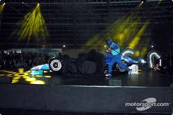 Mechanics assemble the new Sauber Petronas C23