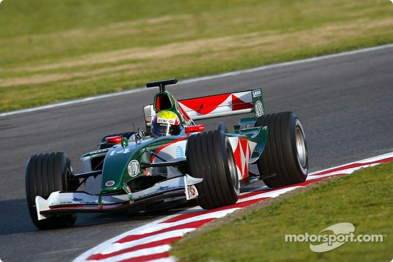 Mark Webber yeni Jaguar R5'i test ediyor