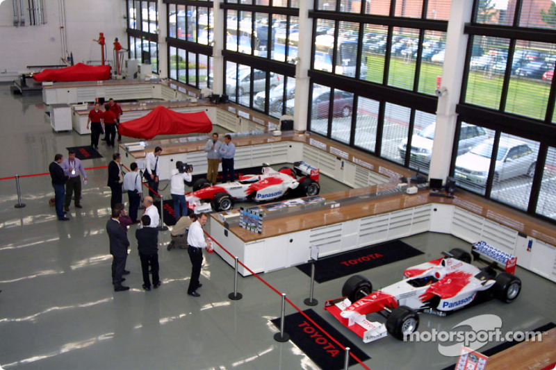 F1 Workshop Assembly Bay At Toyota Tf104 Launch Cologne