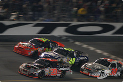 Kevin Harvick leads Jeff Gordon, Jimmie Johnson and Elliott Sadler