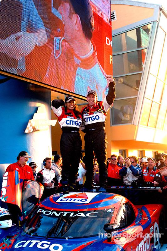 Milka Duno et Andy Wallace fêtent leur victoire