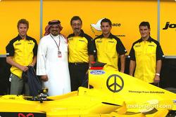 Jordan unveil the new goodwill message from Bahrain: Nick Heidfeld, Crown Prince Shaikh Salman bin Hamad Al Khalifa, Eddie Jordan, Timo Glock and Giorgio Pantano