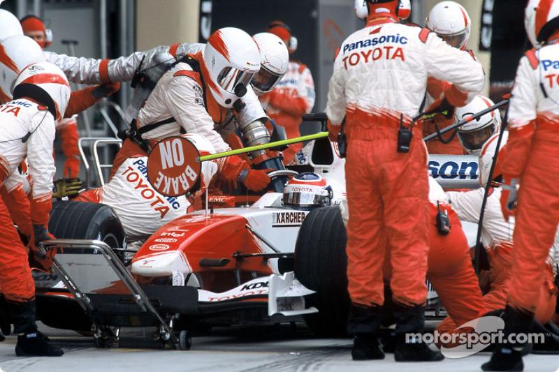 Boxenstopp: Olivier Panis, Toyota TF104B