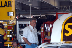 Glen Jarrett watches the work on Dale's car