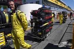 Jordan team members go to starting grid