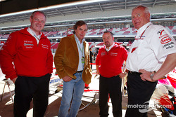 Richard Cregan, Carlos Sainz, Mike Gascoyne and Ove Andersson in the Toyota garage
