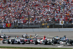Start: Christian Klien collides with Felipe Massa