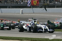 Start: Christian Klien collides with Felipe Massa