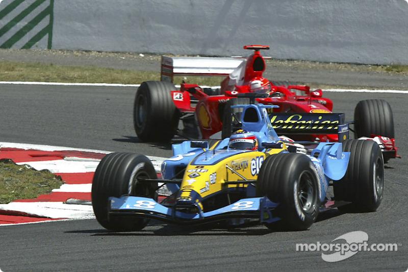 ... очолював гонку 32 кола попереду Міхаеля Шумахера на Ferrari