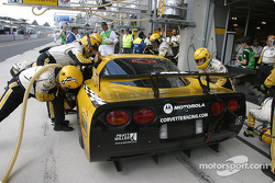 Pitstop for #63 Corvette Racing Corvette C5-R: Ron Fellows, Johnny O'Connell, Max Papis