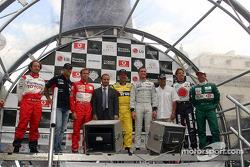 Katılan pilotlar: Cristiano da Matta, Zsolt Baumgartner, Luca Badoer, Nigel Mansell, David Coulthard