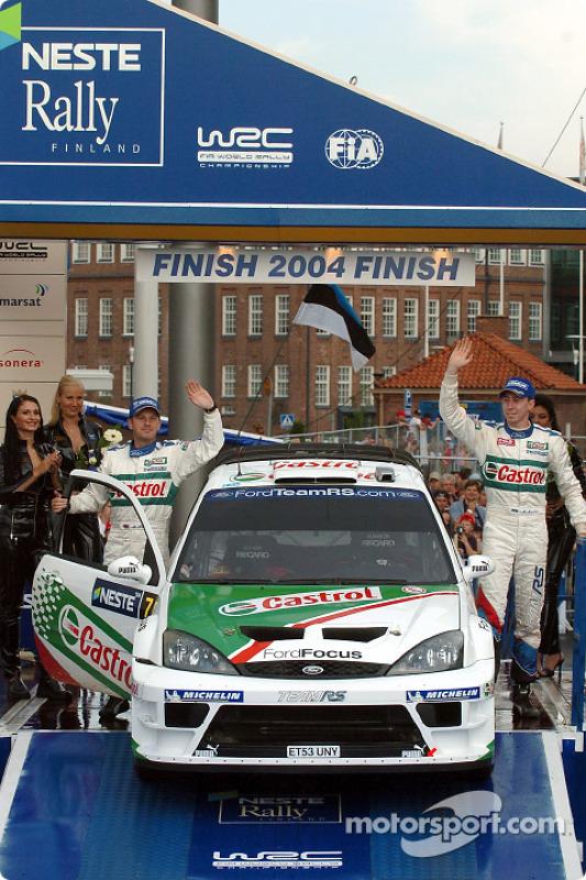 Podium : les pilotes en deuxième place Markko Martin et Michael Park