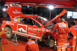 Late service on Marcus Gronholm's Peugeot