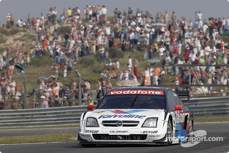 Peter Dumbreck met de Opel Vectra GTS V8