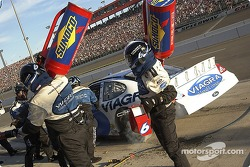 Mark Martin's team service the #6 Viagra Ford