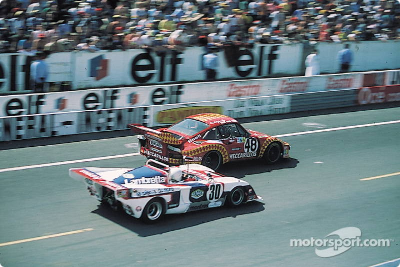 La Porsche 935/76 n°48 Mecarillos Racing Team : Herbert Müller, Claude Haldi, la Chevron B36 ROC n°30 R.O.C. La Pierre du Nord : Jacques Henry, Max Cohen-Olivar