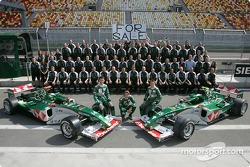 Family picture for Mark Webber, Bjorn Wirdheim, Christian Klien and the Jaguar team members