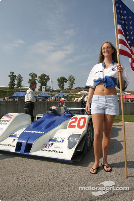 Les charmantes Flag Girls Dyson Racing Team