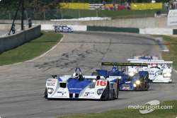 #16 Dyson Racing Team Lola EX257 AER: James Weaver, Butch Leitzinger, Andy Wallace leads the field