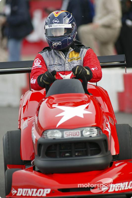 Rasenmäher-Rennen: Heinz-Harald Frentzen