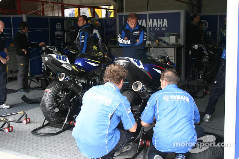 Yamaha Italia pit area