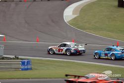 La Porsche GT3 RS n°57 Stevenson Motorsports / Auto Assets : Chip Vance, John Stevenson, et la Porsche GT3 RS n°66 The Racers Group : Ian James, RJ Valentine, Chris Gleason