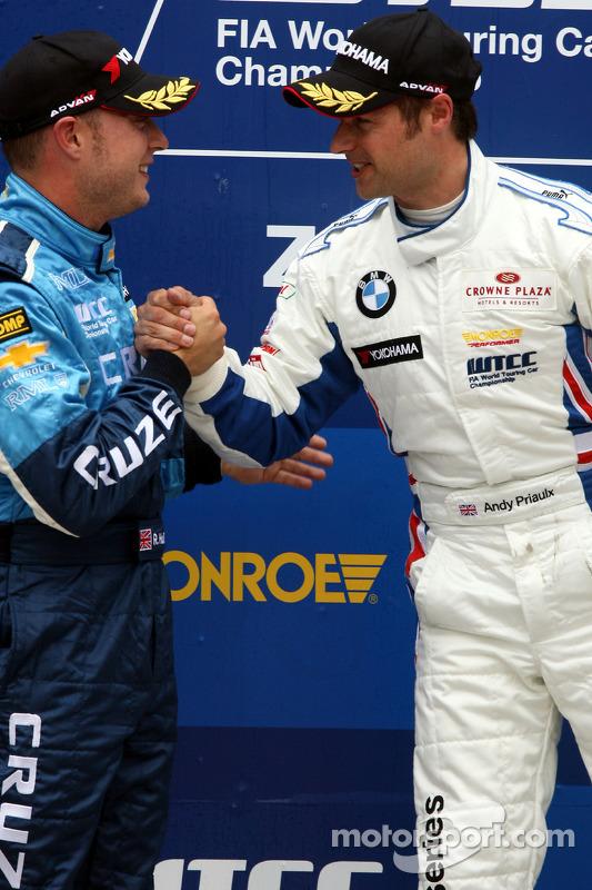 Podium, Andy Priaulx, BMW Team RBM, BMW 320si en Robert Huff, Chevrolet, Chevrolet Cruze LT
