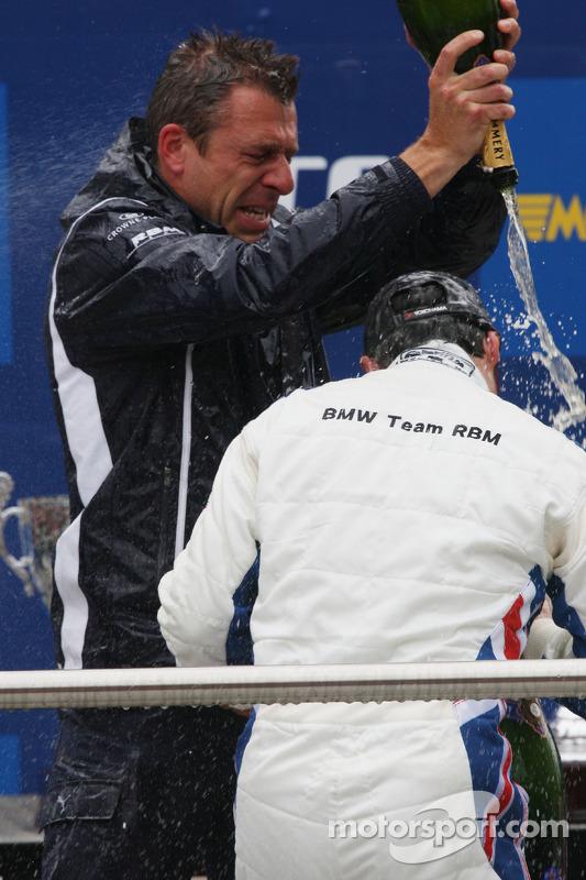 Podium, Andy Priaulx, BMW Team RBM, BMW 320si en Bart Mampaey, Team Principal, BMW Team RBM