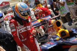 Fernando Alonso, Scuderia Ferrari has a look at the Red Bull